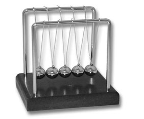 NEWTONS CRADLE WITH DARK MAHOGANY BASE (8.4*7.7*8.5CM)