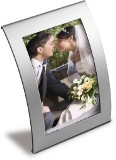 "Curved shaped metal photo frame with a 10cm x 15cm (4"" x 6"") pho"