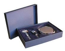 Gift box with wine accessories