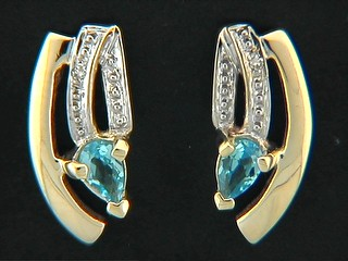 Arched Pave Shinny Bar And Pear Aqua Cubic Earrings