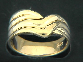 Shinny Wave Pattern Ring