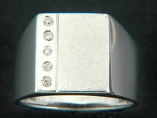 Round Cubic Line And Matt Rectangle Ring