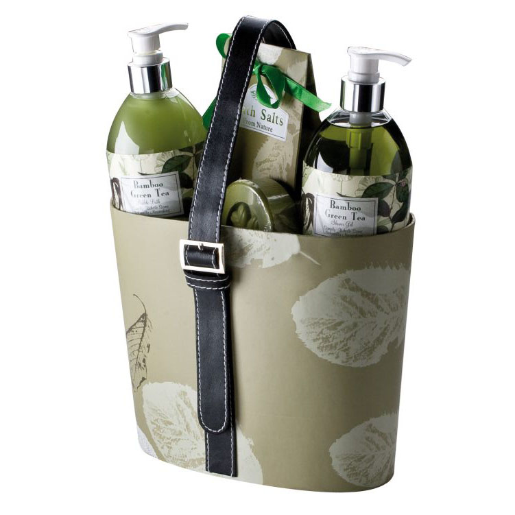 Gift set in an elegant paper basket consisting of bubble bath an